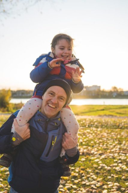 Familienfotografie Köln, Familienfotograf Köln, Failienshooting outdoor, lustige Familienfotos