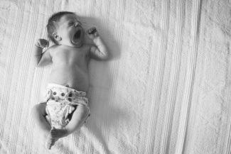 Babyfotos Köln, babyfotografie, Babyshooting, Babyfotograf, natürliche Babyfotos zu Hause, Wochenbettreportage